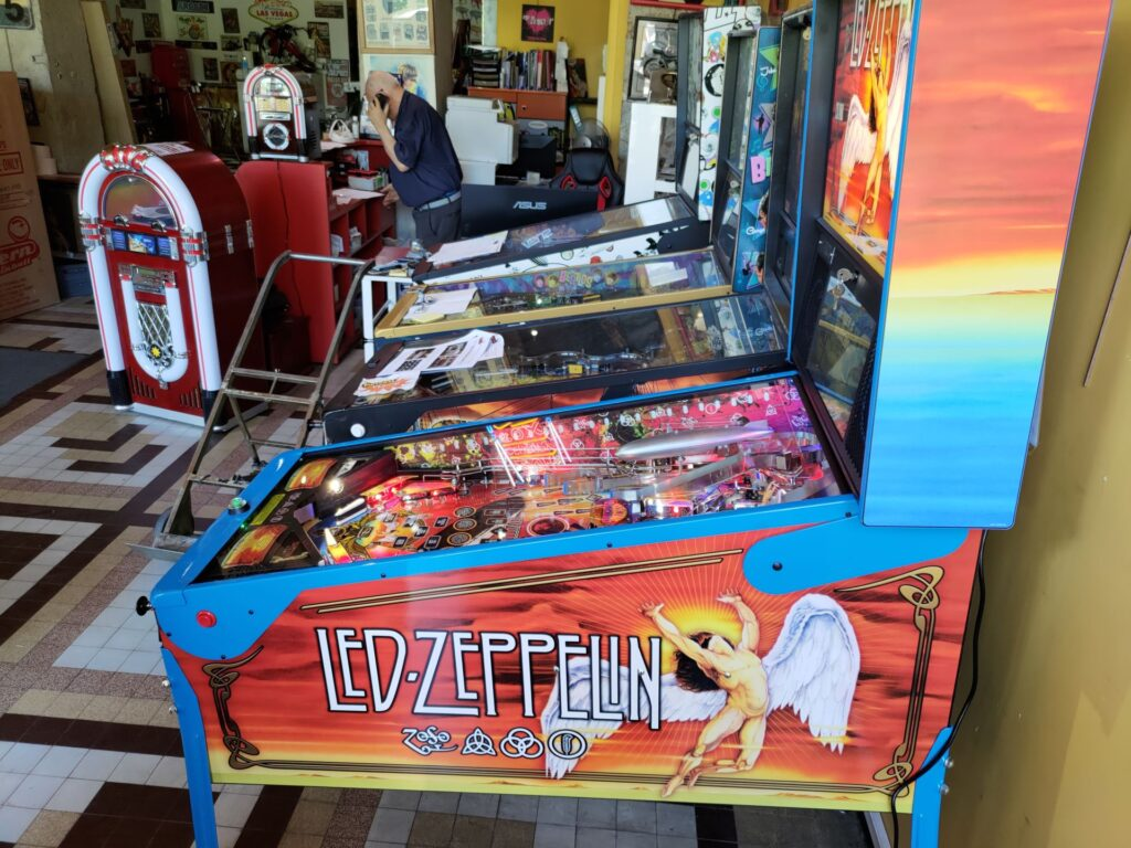 la société Lyon Flipper propose de nombreux jeux d'arcade ou de café, à la vente ou à la location